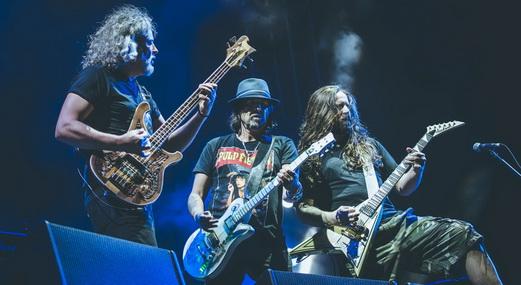 Motörhead sem Lemmy e integrantes do Sepultura fazem uma jam de três músicas no Monsters Of Rock