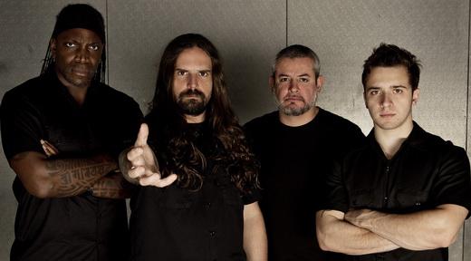 A formação atual do Sepultura: Derrick Green, Andreas Kisser, Paulo Jr. e Eloy Casagrande