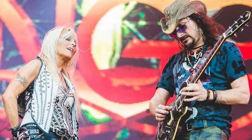 A Metal Queen Doro Pesch e o guitarrista Rafael Bittencourt cantam uma música do Angra juntos