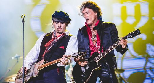 Johnny Depp, em sue papel mais difícil, toma aulas com Joe Perry, guitarrista do Aerosmith