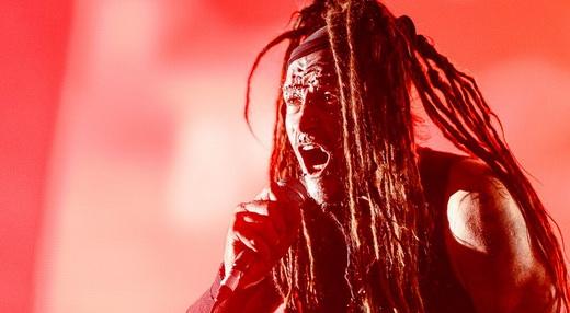 O amalucado Al Jourgensen comanda a destruição sonora do Ministry no show que ainda não acabou