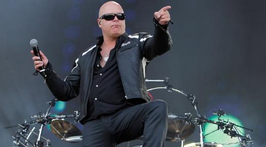 O veterano Michael Kiske mostra boa forma, física e vocal, num dos grandes momentos do Rock In Rio