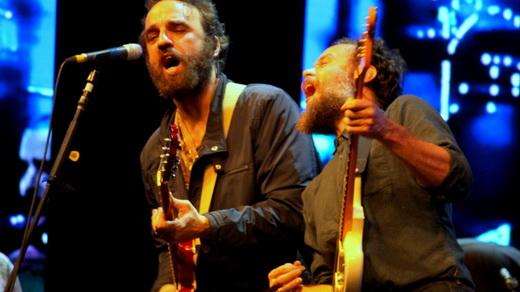 Duelo: Marcelo Camelo e Rodrigo Amarante tocam lado a lado do show do Los Hermanos no Rio