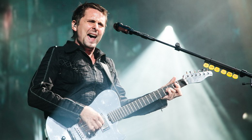 Em forma: o guitarrista, vocalista e faz tudo Matt Bellamy rasga a voz durante o show do Muse