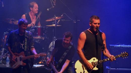 O novo Spy Vs. Spy: Michael Weiley, o baterista Dave Bennett, o baixista Neil Beaver e Paul Greene