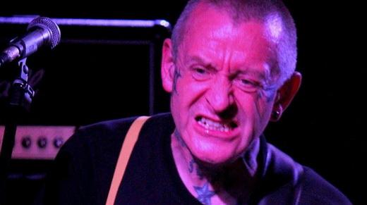 A careta do guitarrsta e vocalista do Evil Conduct, único remanescente da formação original