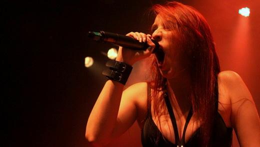 Aprovada: a nova vocalista do Hatefulmurder, Angélica Burns, em ótima estreia no show do Imperator