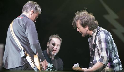 Entrosados: McCready, Ament e Vedder se acertam no início depois de erro na primeira música