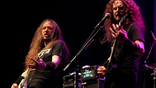 Entrosou: Lee Altus e Kragen Lum desenvolveram vários duelos em solos e evoluções de guitarra