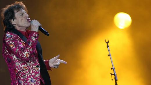 O inacreditavelmente aeróbico Mick Jagger comanda o impecável show do Rolling Stones no Maracanã