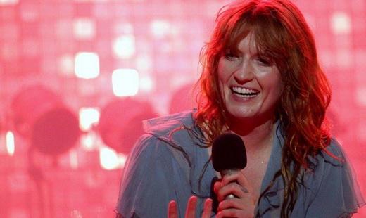 A simpatia de Florence Welch, sempre encantadora e encantada com o público ao mesmo tempo