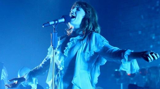 Florence abre os braços para soltar a voz: apresentação contagiante e sonoridade singular da 'The Machine'