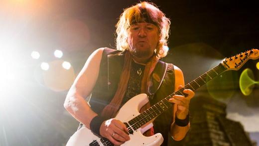 Adrian Smith, peça fundamental no trilhar de guitarras do Iron Maiden, sobretudo como compositor