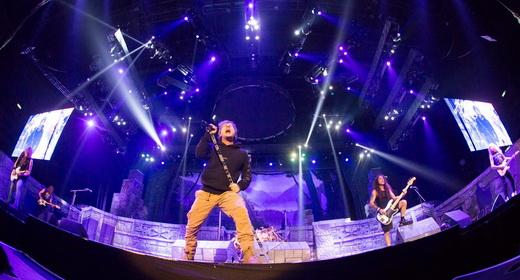 Vista geral do alco do Iron Maiden, na versão da turnê do novo álbum 'The Book Of Souls'