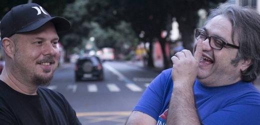 Wilson Power junto com o parceiro e também DJ Edinho, outro veterano das discotecagens rock