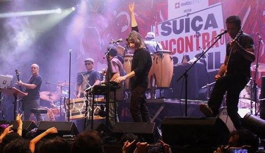Montreux é aqui: vista geral do palco do Circo Voador com a Nação Zumbi e o Young Gods tocando juntos