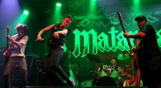 Atitude Cólera: o guitarrista Fábio Belluci, o vocalista Wendel Barros e o baixista Val, da formação clássica