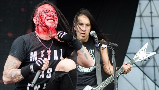 Unanimidade, o vocalista do Hellyeah, Chad Gray, agita junto com o guitarrista Christian Brady