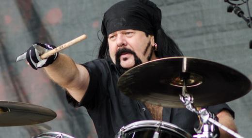 Supergrupo: o baterista Vinnie Paul, consagrado no Pantera, agora na cozinha do Hellyeah