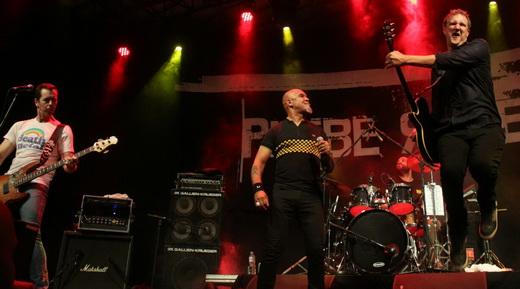 Plebe Rude em estado bruto: o baixista André X, Clemente, o baterista Txotxa e Philippe Seabra