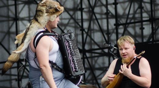 Os fanfarrões do Steve 'N' Seagulls: da Finlândia para tocar clássicos do metal em ritmo bluegrass