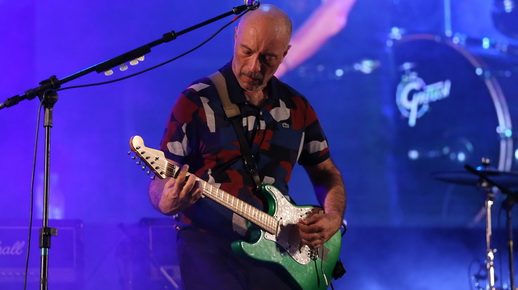 O inspirado guitarrista Edgard Scandurra, com sua canhotinha de outro em ação no show do Ira!