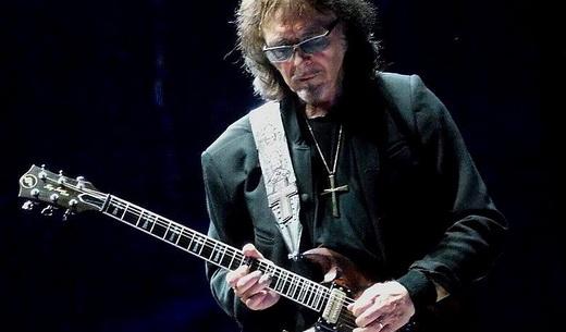 A concentração quase mágica de Tony Iommi, que recentemente superou um câncer linfático