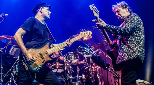 Rodrigo Santos e Andy Summers duelam durante o show do Call The Police, com Barone na cozinha