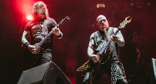 Os guitarristas Gary Holt, importante para essa  fase do Slayer, e Kerry King, aterrorizador até no visual