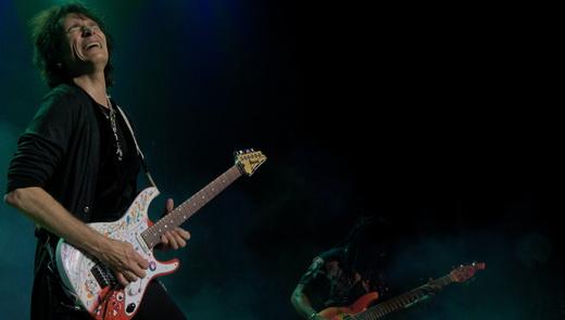 Sentimento puro: Steve Vai parece ter uma conexão íntima com a guitarra a cada nota tocada