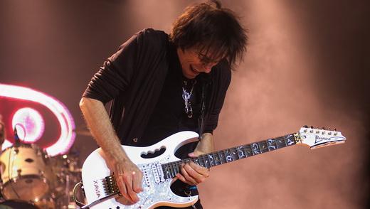 Domínio total: Vai força a alavanca da guitarra, recurso utulizado muitas vezes durante a apresentação