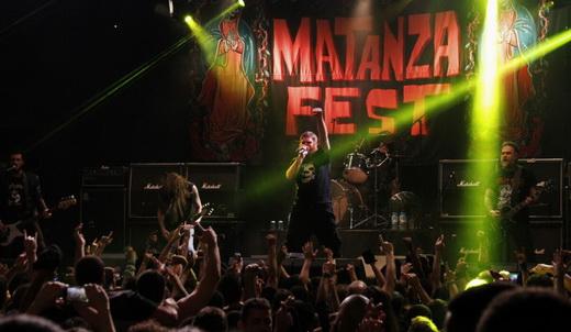 O baixista Dony escobar, Donida, Jimmy, o baterista Jonas e Maurício: formação turbinada do Matanza