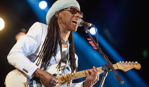 O guitarrista, produtor e gênio Nile Rodgers no comando do baile da pesada no Palco Sunset