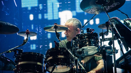O ótimo baterista João Barone, garantia de grandes arranjos instrumentais no Paralamas do Sucesso