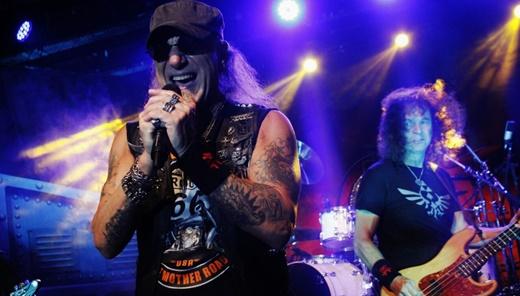 O vocalista Mark Tornillo, vetor dessa nova fase do Accept, e o baixista e fundador Peter Baltes