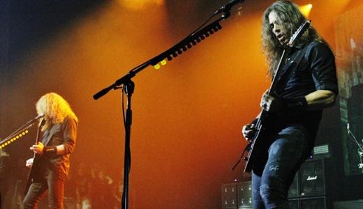 Mustaine e Kiko Loureiro, o guitarrista brasileiro revelado no Angra e muito bem adaptado no Megadeth