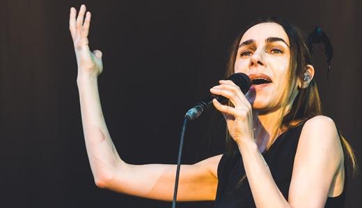 Queridinha de todos, PJ Harvey solta a voz no Popload Festival, ainda antes de o sol se por