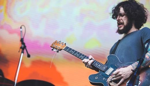O guitarrista do Ventre, Gabriel Ventura, canhotinho dos bons e vetor do rock mais de raiz da banda