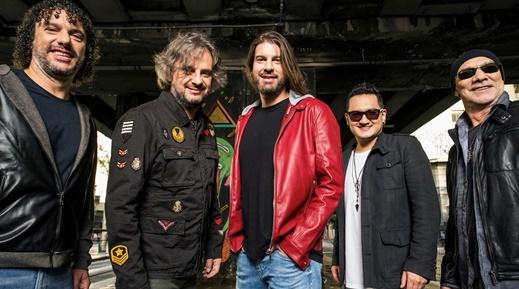Marco Vieira (baixo), LF Vieira (guitarra), Leo Beling, Mike Maeda (bateria) e Jorge Marinhas (guitarra)