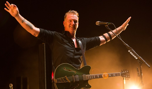 O vocalista e guitarrista do Queens Of The Stone Age, Josh Homme, um dos ícones do rock mais recente