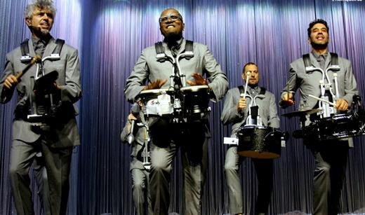 Percussionistas: os brasileiros Mauro Refusco e Davi Vieira são os primeiros, da esquerda para a direita