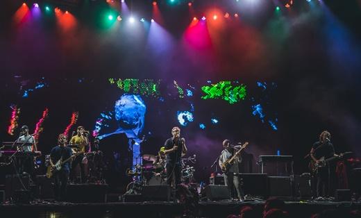Abrindo para o Pearl Jam: visão geral do show do The National no palco principal do Lollapalooza
