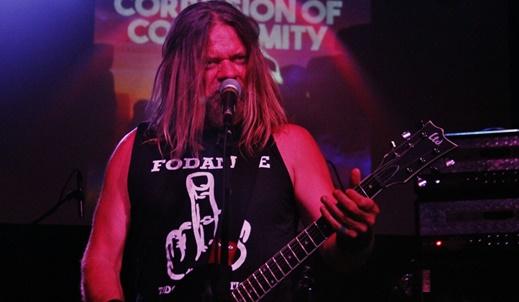O vocalista e guitarrista Pepper Keenan, que faz toda a diferença no Corrosion Of Conformity