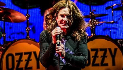 Ozzy Osbourne é carisma em estado bruto, no show que marca a despedida das grandes turnês