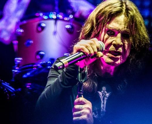 Perto das 70 primaveras, Ozzy Osbourne mostra boa forma, em comparação aos shows mais recentes