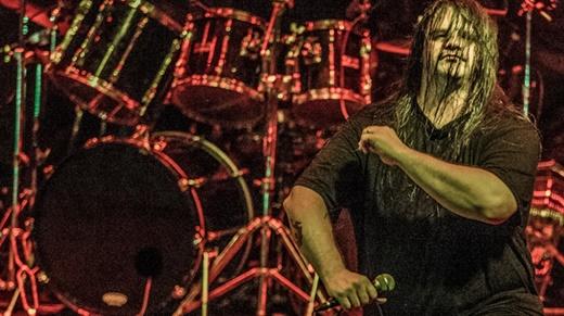 O vocalista do Cannibal Corpse, George 'Corpsegrinder' Fisher e o posicionamento que lhe é peculiar