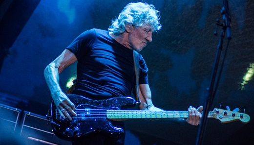 Além de grande performer, Roger Waters segue tocando baixo com a precisão que lhe é peculiar