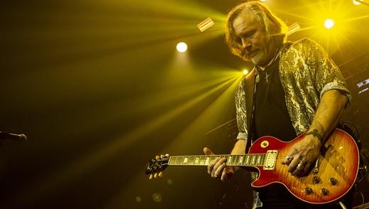 Integrante provisório, Luke Morley, do Thunder, é parceiro perfeito para as guitarras gêmeas
