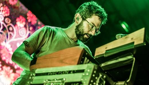 Benjamin Goldwasser, a outra metade, e os teclados que fazem todo o tipo de som para o MGMT