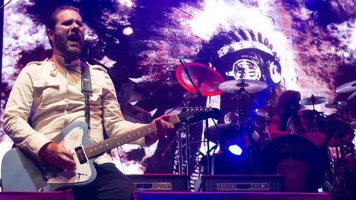 O guitarrista Hugo Mariutii, em noite inspirada, e o sempre preciso baterista Ricardo Confessori